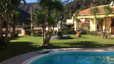 Villa con piscina a Curcuraci